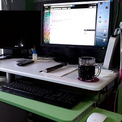 This won't last long. A clean desk and new computer: got absolutely nothing done today. #cleandesk #happy