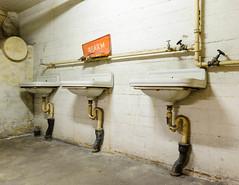 20120526-FD-flickr-0049.jpg (esbol) Tags: bathroom shower ceramics sink bad toilet toilette bathtub badewanne urinals pissoir keramik dusche waschbecken kloschssel kloset