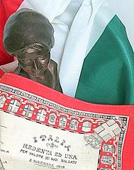 REDENTA ED UNA (isabpn) Tags: 3 novembre villa 1918 commemorativo giusti firmato fazzoletto larmistizio