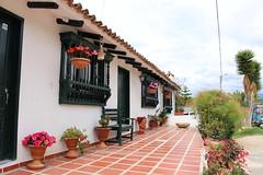 """Casa con decoración local en el Pantano de Vargas • <a style=""""font-size:0.8em;"""" href=""""http://www.flickr.com/photos/78328875@N05/23793239235/"""" target=""""_blank"""">View on Flickr</a>"""
