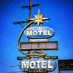 Lyndy's Motel (El Cheech) Tags: abandonedbuilding makeright novacancy vintagesign orangecounty abandoned antique powerlines neonsign sign vintage motel lyndysmotel
