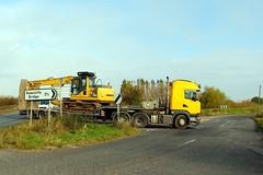 Unknown HH V4 JCB 25th October 2016 A614 Double Bridges (1) (asdofdsa) Tags: hgv haulage transport trucks thorne eastcowick a614 heavyhaul komatsupc130excavator scania