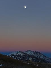 (daniele ideale costanzo) Tags: tramonto gransasso montagna mountain landscape sunset abruzzo campoimperatore luna moon osservatorioastronomico cefalone camicia tremoggia prena sky cielo danielecostanzo