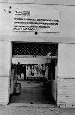 27/08/82 Lavadeiras de São Gonçalo (Governo da Bahia (Memória)) Tags: lavanderias setrabes no bairro são gonçalo foto agecom govba governo estado bahia melheres negras salvador trabalho feminismo