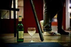 Conversation (Kym.) Tags: babylon bbg berlin bottle cinema conversation floor foot glass leg shoe theater wineco germany beer wine