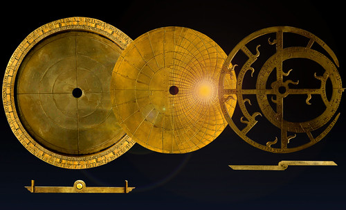 "Astrolabios, ubicantes de estrellas guía • <a style=""font-size:0.8em;"" href=""http://www.flickr.com/photos/30735181@N00/32230768100/"" target=""_blank"">View on Flickr</a>"