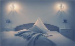 Bettgeschichten (explore # 28) (rafischatz... www.rafischatz-photography.de) Tags: hotel roomnr2 bed book stilllife pentax k3