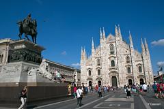 Milan la place du duomo (Yannick 67) Tags: city milan monument statue architecture canon place duomo capitale monde italie ville gens 70d ubain
