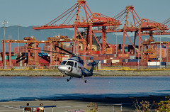 landing at  CXH, Vancouver Coal Harbour Airport (roaming-the-planet) Tags: helicopter helijet cxh vancouvercoalharbourairport