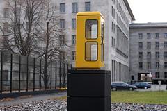 Telefonzellendenkmal (mitue) Tags: berlin telefonzelle nks