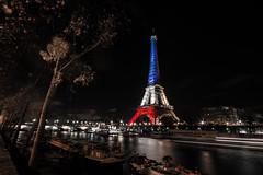 # Ajouter un tag #jesuisparis #prayforparis #memories #memoires #night #nuit #toureiffel #paris (lujm92110) Tags: paris night flickr memories toureiffel estrellas nuit memoires flickrestrellas nikonflickraward prayforparis jesuisparis