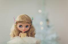 Margo ♥ (*DollyLove*) Tags: christmas tree canon lights doll bokeh 85mm sparkle mug blythe 12 margouniquegirl