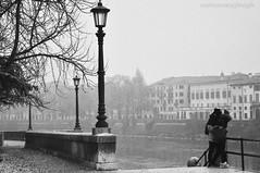 Amore a Verona (Micoma2009) Tags: amore verona adige biancoenero veneto sentimenti poesia nebbia atmosfera romanticismo giuliettaeromeo
