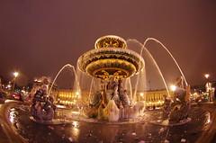 Paris Janvier 2017 - 26 une fontaine gelée Place de la Concorde (paspog) Tags: paris france janvier januar january 2017 placedelaconcorde nuit night nacht fountaine brunnen fountain frozenfountain fontainegelée