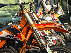 KTM (schasa68) Tags: redbull salzburg austria österreich hangar7 ktm moped racing farbenfroh bunt halle maschinen bikes fly sehenswürdigkeit sightseeing ausstellung photography olympus om10 lovephotography zweirad motorrad fahrzeug