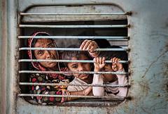 Sad farewell (Antoni Figueras) Tags: india agra train sadness woman children farewell sony a7rii sony2470f4