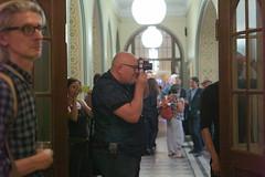 L1013663_v1 (Sigfrid Lundberg) Tags: people 50mm skne photographer sweden rdhuset sonnar carlzeiss 2015 zm landskrona rdhustorget csonnart1550 zeiss50mmf15csonnarzm landskronafotofestival prstmarc koivistoknut