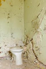 20140914-FD-flickr-0049.jpg (esbol) Tags: toilette toilet bathroom kloset keramik ceramics pissoir kloschüssel urinals bad badewanne sink waschbecken bathtub dusche shower