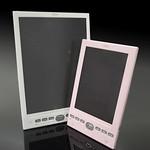 カラー電子ペーパー搭載携帯情報端末の写真