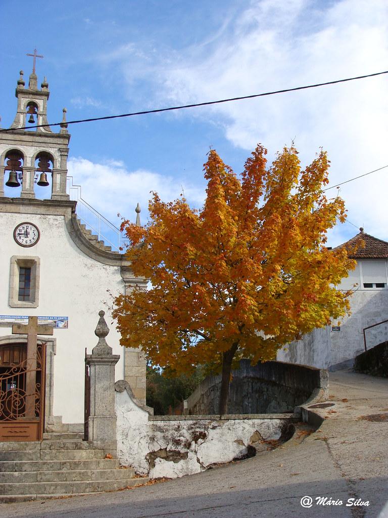 Águas Frias (Chaves) - ... igreja matriz em tempo de outono ... (2011)