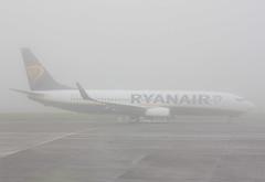 EI-FIT Boeing 737-8AS/W Ryanair (corkspotter / Paul Daly) Tags: fog cork w boeing ryanair fr ork eick b738 ryr 5568 44703 l2j 7378as eifit 4ca588