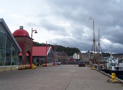Welcome to Oban, Aug 2015 (allanmaciver) Tags: roof red cars dark wind cloudy harbour argyll restaurants busy shops oban colder crammed allanmaciver