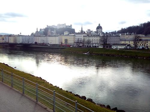 Rio Salzach e Fortaleza Hohensalzburg