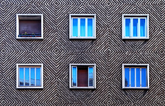 Minimal urbano (pagati) Tags: bologna architettura pattern geometrico finestre riflessi