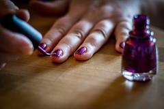 Med löfte om en trevlig kväll (MagnusBengtsson) Tags: fingrar hand händer nagellack fs170122 lofte fotosondag