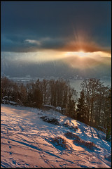 Derniers rayons de soleil sur le Lac Léman. There is always the sun. No. 6594. (Izakigur) Tags: winter lhiver svizzera switzerland dieschweiz d700 nikond700 nikkor2470f28 myswitzerland musictomyeyes lasuisse laventuresuisse liberty thelittleprince ilpiccoloprincipe sunlight twilight fixyou coldplay hope feel think emotions memories swiss suizo suïssa suisia suiza 2017 vd vaud cantonvaud izakigur flickr light licht lumière topf25 100faves 200faves 250faves 300faves 500faves