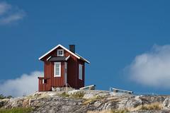 Typiskt, mer typiskt, mest typiskt [Explore] (Elf-8) Tags: wood red sea cloud sun house rock island sweden gothenburg archipelago stuga