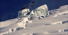 DSC_8676bis1a (famille naturiste) Tags: winter white mountain ski montagne vacances soleil photo photographie skiing photos top altitude hiver pipe glacier climbing alpine valley second blanche chamonix premier blanc plaisir crevasse montblanc glace slalom escalade alpin massif corde hautesavoie valleblanche sommet aiguille vallee arrete whitevalley monteblanco corde vallblanche slalomer boudrier chamoniard blanche