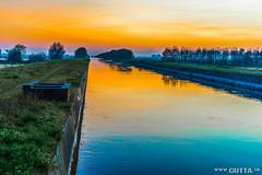 Tramonto tra le risaie (DavidGutta) Tags: colors landscape tramonto fiume piemonte campo sole acqua autunno colori paesaggio canale riso vercelli campi trino risaie agricolo agricoli irriguo