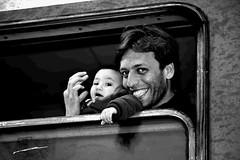 Ya llegamos a Europa hijo... (CarlesBatista87) Tags: guerra croacia siria refugiados welcomeeurope tovarnik crisismigratoria