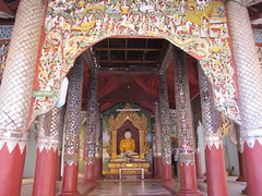 "Nyaung U: la pagode Shwezingon Paya <a style=""margin-left:10px; font-size:0.8em;"" href=""http://www.flickr.com/photos/127723101@N04/23073907649/"" target=""_blank"">@flickr</a>"