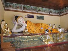 "Yangon: la pagode Swhedagon <a style=""margin-left:10px; font-size:0.8em;"" href=""http://www.flickr.com/photos/127723101@N04/23216168150/"" target=""_blank"">@flickr</a>"