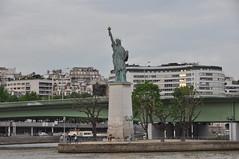 DSC_2050 Statue de la Liberté (David Barrio López) Tags: statuedelaliberté lîleauxcygnes sena laseine paris laciudaddelaluz lavillelumière france francia nikon d90 nikond90 nikkor18200mm 18200mm davidbarriolópez davidbarrio