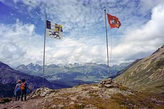 two for the view (Riex) Tags: paradis flags drapeaux children enfants people hikers backpackers randonneurs alpes alps montagne mountain vallanguard grisons graubünden engadine switzerland suisse schweiz svizzera film rangefinder zeiss ikon biogont2821 mmount zmmount cinestill iso50