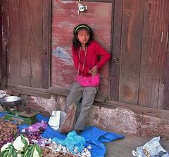 NEPAL, Kathmandu - unterwegs in der Altstadt, Mädchen, 15098/7775 (roba66) Tags: reisen travel explore voyages urlaub visit roba66 nepal asien südasien asia city stadt capitol kathmandu menschen leute people portraiture portrait mädchen girl kid child kind kinder children kids girls