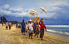 DSC00058_DxO_ji, Kuta Beach, Bali Indonesia. (expat-) Tags: bali ceremony kuta indonesia