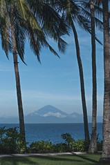 Agung Mountain (Syahrel Azha Hashim) Tags: horizon lombok nature water sony indonesia holiday nopeople simple 2017 details dramaticsky tropicalisland ilce7m2 dof touristattraction bali coconuttrees getaway handheld sonya7 colorimage vacation destination prime clouds bluesky naturallight moment colorful a7ii beautiful travel syahrel 35mm shallow colors detail light ocean tropical agungmountain