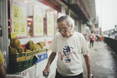 bananas vision (Fahad0850) Tags: leica m m240 street streetphotography hong hongkong voigtlander 12 35mm nokton kong