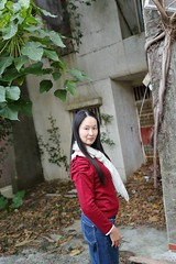IMG_0554A (Ethene Lin) Tags: 淡水 海天山莊 廢墟 人像 落葉