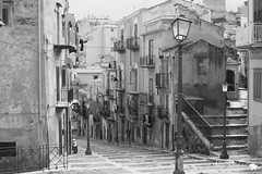 _MG_6701 (defolletz) Tags: italia italy sicilia terminiimprese termini cefalù città city blackandwhite bn bw mare sea spiaggia beach quartieriquartieristorici scorci