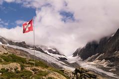 Ltschenlcke (NymeriasDream) Tags: mountains alps schweiz switzerland suisse hiking flag glacier berge hut alpen gletscher wallis flagge wandern felsen gebirge berneralpen hollandiahtte ltschenlcke walliseralpen anenhtte