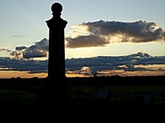 Battlefield sunset at Cromwell monument (eucharisto deo) Tags: sunset monument war king oliver parliament charles battle civil cavalier cromwell roundhead naseby 1645 royalist i