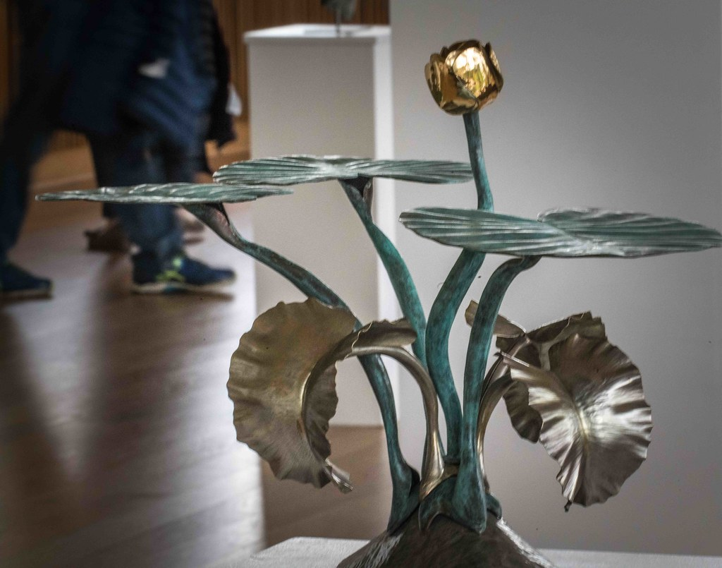 WATERLILIES BY SEAMUS GILL [SCULPTURE IN CONTEXT 2015] REF-10805352