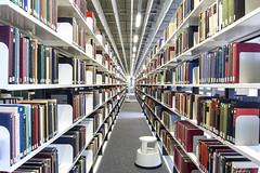 Universität Bielefeld (Poligonius) Tags: universität bielefeld bibliothek bücher regal zentralperspektive