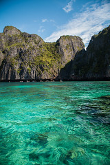 Thailand - Ko Phi Phi Leh (Cyrielle Beaubois) Tags: travel water thailand island asia paradise phi turquoise south thalande cliffs wanderlust ko ley southeast leh 2015 canonef70200mmf40lusm canoneos5dmarkii cyriellebeaubois