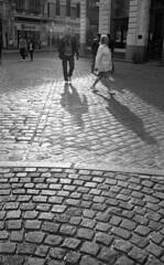 Dijon (Maestr!0_0!) Tags: nikon n8008 dijon street contre jour epson v700 pavé light noir blanc argentique analog 35mm pellicule